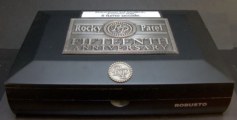 rocky-patel-15th-robusto-01