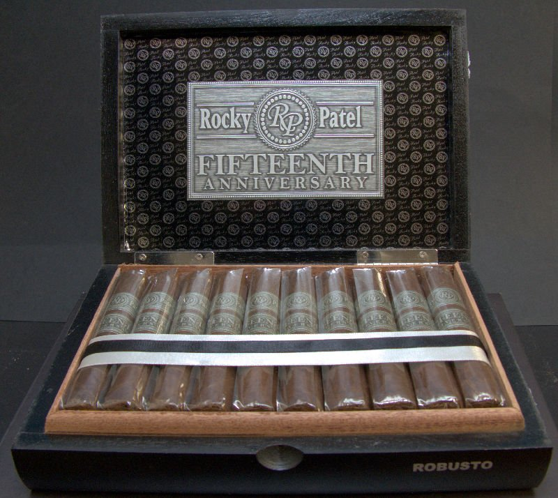 rocky-patel-15th-robusto-03