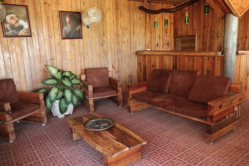 Hector Luis Lounge