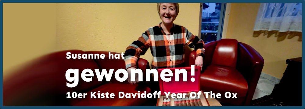 Susanne mit ihrer 10er Kiste Davidoff Year Of The Ox