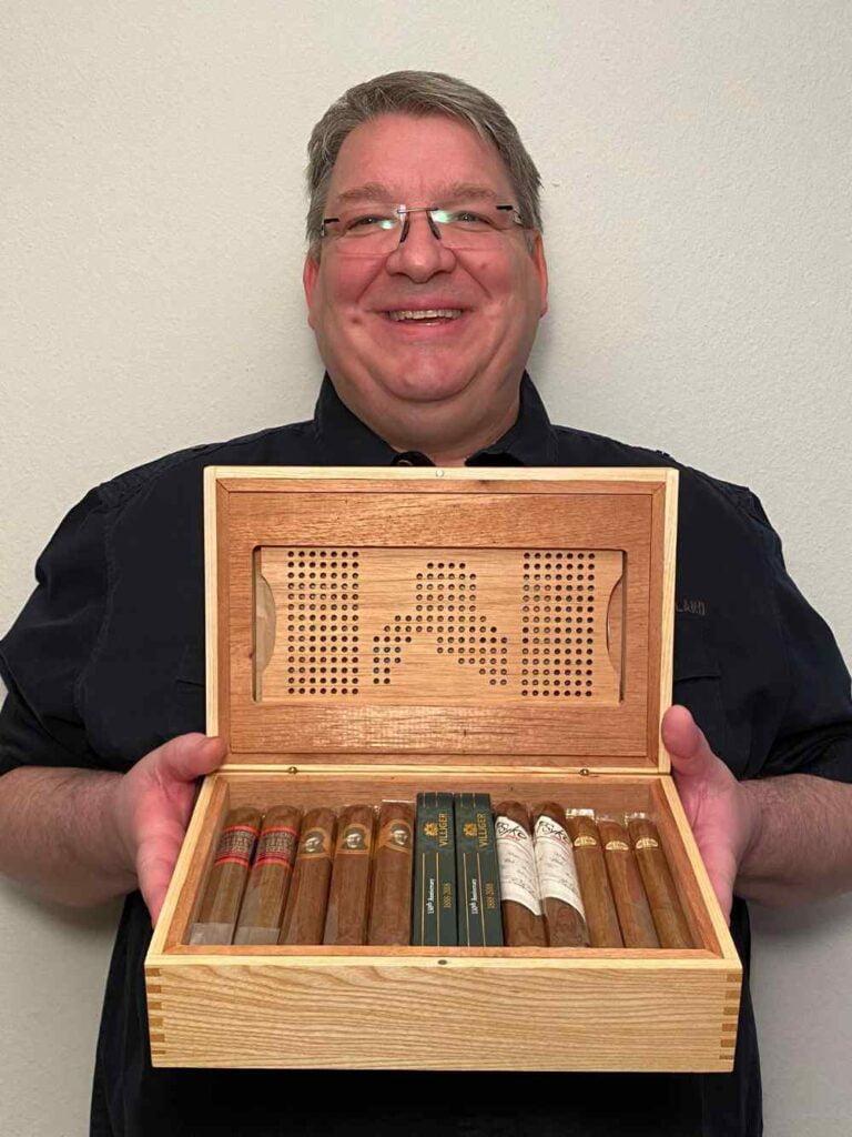 Beat Baumgartner gewinnt Humidor von nanimanu mit 25 Zigarren