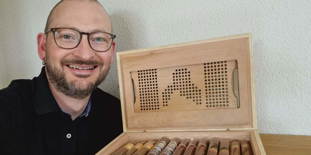 Thomas Kobel mit NaniManu Humidor und 25 Zigarren